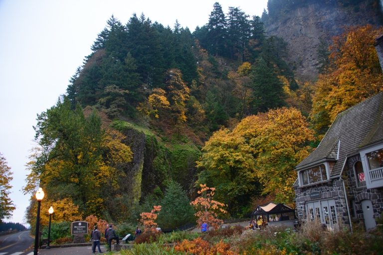 Multnomah Falls lodge in the fall